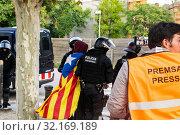 Купить «September 11, 2019 - Manifestation against the catalan politicians in fron of the Catalonia Parliament in Barcelona.», фото № 32169189, снято 11 сентября 2019 г. (c) age Fotostock / Фотобанк Лори