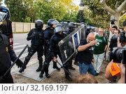 Купить «September 11, 2019 - Manifestation against the catalan politicians in fron of the Catalonia Parliament in Barcelona.», фото № 32169197, снято 11 сентября 2019 г. (c) age Fotostock / Фотобанк Лори