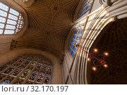 Ceiling and windows of Bath Abbey (2017 год). Редакционное фото, фотограф EugeneSergeev / Фотобанк Лори