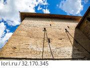 Купить «Tower of ancient Oreshek fortress», фото № 32170345, снято 8 августа 2018 г. (c) FotograFF / Фотобанк Лори