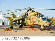 Ми-24П  — российский транспортно-боевой  вертолет крупным планом. Авиашоу МАКС-2019. Редакционное фото, фотограф Виктор Карасев / Фотобанк Лори