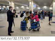 Купить «Пассажиры в терминале международного аэропорта Домодедово города Москвы», фото № 32173937, снято 26 апреля 2018 г. (c) Free Wind / Фотобанк Лори