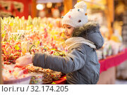 Купить «little girl choosing sweets at christmas market», фото № 32174205, снято 4 января 2019 г. (c) Syda Productions / Фотобанк Лори