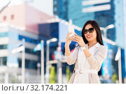 Купить «asian woman taking selfie by smartphone in city», фото № 32174221, снято 13 июля 2019 г. (c) Syda Productions / Фотобанк Лори