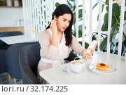 Купить «asian woman with smartphone and earphones at cafe», фото № 32174225, снято 13 июля 2019 г. (c) Syda Productions / Фотобанк Лори