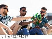 Купить «happy male friends drinking beer on street», фото № 32174397, снято 21 июля 2019 г. (c) Syda Productions / Фотобанк Лори