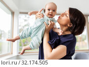 Купить «middle-aged mother holding baby daughter at home», фото № 32174505, снято 15 августа 2019 г. (c) Syda Productions / Фотобанк Лори