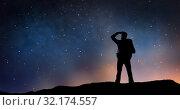 Купить «traveler standing on edge and looking far away», фото № 32174557, снято 31 августа 2014 г. (c) Syda Productions / Фотобанк Лори