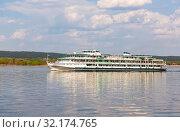 Купить «River cruise ship with passengers sailing on the Volga River», фото № 32174765, снято 11 мая 2019 г. (c) FotograFF / Фотобанк Лори