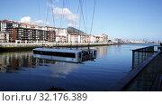 View of Vizcaya Bridge gondola transporting cars and passengers over Nervion river in Spanish city of Portugalete. Стоковое видео, видеограф Яков Филимонов / Фотобанк Лори