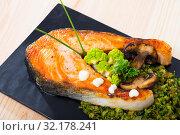 Купить «Baked salmon steak with broccoli», фото № 32178241, снято 14 декабря 2019 г. (c) Яков Филимонов / Фотобанк Лори