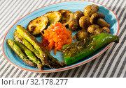 Купить «Grilled vegetables», фото № 32178277, снято 29 июня 2018 г. (c) Яков Филимонов / Фотобанк Лори