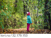 Купить «Rear view child looking forward standing alone in forest», фото № 32179153, снято 15 сентября 2019 г. (c) Дмитрий Бачтуб / Фотобанк Лори