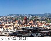 Вид сверху на Будапешт и венгерский парламент. Венгрия (2012 год). Стоковое фото, фотограф Наталья Волкова / Фотобанк Лори