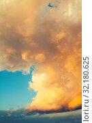Купить «Небесный закатный пейзаж с золотыми облаками. Blue sky background - picturesque colorful golden clouds lit by sunlight, picturesque sky view», фото № 32180625, снято 25 мая 2019 г. (c) Зезелина Марина / Фотобанк Лори