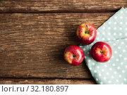 Купить «Autumn apple harvest flat lay», фото № 32180897, снято 13 августа 2019 г. (c) Wavebreak Media / Фотобанк Лори