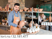 Male artisan in ceramics workshop. Стоковое фото, фотограф Яков Филимонов / Фотобанк Лори