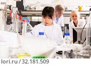 Купить «Female Chinese chemist working in laboratory», фото № 32181509, снято 24 января 2020 г. (c) Яков Филимонов / Фотобанк Лори