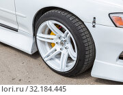 Купить «Automotive wheel on light alloy disc with low profile tire», фото № 32184445, снято 18 мая 2019 г. (c) FotograFF / Фотобанк Лори