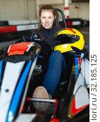 Купить «Female racer holding helmet on kart track», фото № 32185125, снято 18 марта 2019 г. (c) Яков Филимонов / Фотобанк Лори