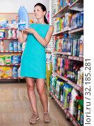 Купить «Woman choosing detergent for washing», фото № 32185281, снято 6 июня 2017 г. (c) Яков Филимонов / Фотобанк Лори