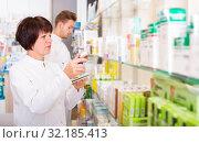 Купить «Pharmaceutist working in chemist shop», фото № 32185413, снято 21 октября 2016 г. (c) Яков Филимонов / Фотобанк Лори