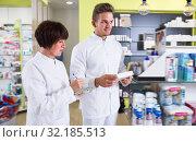 Portrait of two happy pharmacists. Стоковое фото, фотограф Яков Филимонов / Фотобанк Лори