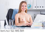 Undress business lady in office. Стоковое фото, фотограф Яков Филимонов / Фотобанк Лори