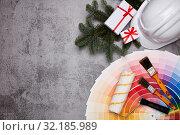 Купить «Construction hard hat, colour guide and Christmas», фото № 32185989, снято 21 января 2019 г. (c) Мельников Дмитрий / Фотобанк Лори
