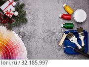 Купить «Painting accessories, colour guide and Christmas», фото № 32185997, снято 21 января 2019 г. (c) Мельников Дмитрий / Фотобанк Лори