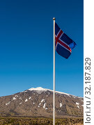Купить «Mountain Snaefellsjokull with snow and ice in National Park on Westfjords and Icelandic Flag in front.», фото № 32187829, снято 15 ноября 2019 г. (c) easy Fotostock / Фотобанк Лори