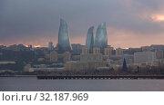 Купить «Вид на Пламенные башни облачным январским вечером. Баку, Азербайджан», видеоролик № 32187969, снято 4 января 2018 г. (c) Виктор Карасев / Фотобанк Лори