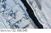 Купить «Aerial video of russian Altai village Semiletka on the bank of river Koksha in winter season», видеоролик № 32188045, снято 1 сентября 2019 г. (c) Serg Zastavkin / Фотобанк Лори