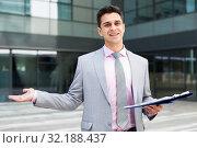 Купить «Businessman in welcoming gesture», фото № 32188437, снято 8 мая 2017 г. (c) Яков Филимонов / Фотобанк Лори