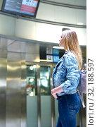 Купить «Girl with long hair looks train schedule in the subway», фото № 32188597, снято 31 марта 2019 г. (c) Яков Филимонов / Фотобанк Лори