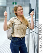 Купить «Attractive girl looking for convenient route on the subway map», фото № 32188605, снято 31 марта 2019 г. (c) Яков Филимонов / Фотобанк Лори