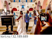 Weddings in Ouagadougou's catholic cathedral, Burkina Faso. Стоковое фото, фотограф Philippe Lissac / Godong / age Fotostock / Фотобанк Лори