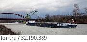 Купить «Frachtschiff auf dem Rhein-Herne-Kanal, Bottrop, Ruhrgebiet, Nordrhein-Westfalen, Deutschland, Europa», фото № 32190389, снято 26 февраля 2020 г. (c) age Fotostock / Фотобанк Лори