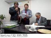 Warsaw, Poland. 21.10.2005 Pictured: Adam Bielan, Michal Kaminski, Lech Kaczynski. Редакционное фото, фотограф jackowski henryk / age Fotostock / Фотобанк Лори