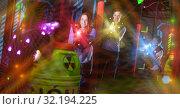 Купить «Kids and adults in beams on lasertag arena», фото № 32194225, снято 6 июня 2018 г. (c) Яков Филимонов / Фотобанк Лори