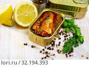 Купить «Tin can with smoked sprats, sardines, closeup», фото № 32194393, снято 20 сентября 2019 г. (c) Яков Филимонов / Фотобанк Лори