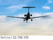 Купить «Пассажирский самолет Як-40К идет на посадку, вид сзади на авиалайнер. Бортовой номер воздушного судна: RA-87947», фото № 32198105, снято 8 октября 2019 г. (c) А. А. Пирагис / Фотобанк Лори