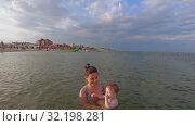 Training in swimming at sea. Стоковое видео, видеограф Потийко Сергей / Фотобанк Лори