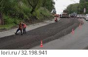 Дорожно-строительные работы, укладка нового асфальта на дороге в городе. Time lapse. Редакционное видео, видеограф А. А. Пирагис / Фотобанк Лори