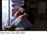 Купить «Man breaking diet at night near fridge», фото № 32200281, снято 8 февраля 2019 г. (c) Elnur / Фотобанк Лори