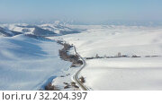 Купить «Aerial video of winter road and trees under snow in Altai. Siberia, Russia», видеоролик № 32204397, снято 1 сентября 2019 г. (c) Serg Zastavkin / Фотобанк Лори