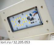 Купить «Современный уличный светодиодный светильник», фото № 32205053, снято 15 мая 2019 г. (c) Вячеслав Палес / Фотобанк Лори