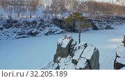 Купить «Aerial video of lonely Pine tree on rock on Altai river Katun in winter», видеоролик № 32205189, снято 2 сентября 2019 г. (c) Serg Zastavkin / Фотобанк Лори