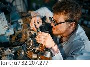 Купить «Scientist prototyping electrical device in lab», фото № 32207277, снято 17 июня 2019 г. (c) Tryapitsyn Sergiy / Фотобанк Лори