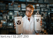 Купить «Scientist holds radiation materials in his hands», фото № 32207293, снято 17 июня 2019 г. (c) Tryapitsyn Sergiy / Фотобанк Лори